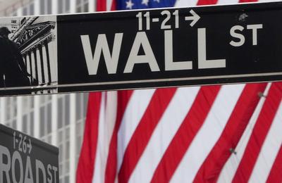 Le Canard Enchaîné: Wall Street ne chôme pas