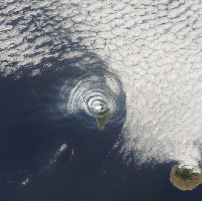 La Palma / Cumbre Vieja - atmospheric gravity waves seen from space by Nasa worldview / 01.10.2021