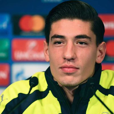STORIES || The Entire Arsenal Squad Is With Wenger - Bellerin