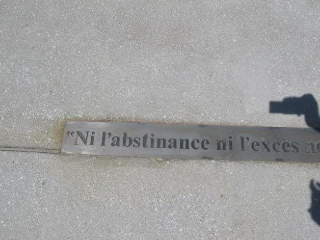 Des fautes d'orthographe gravées pour un hommage à Voltaire (Ain)