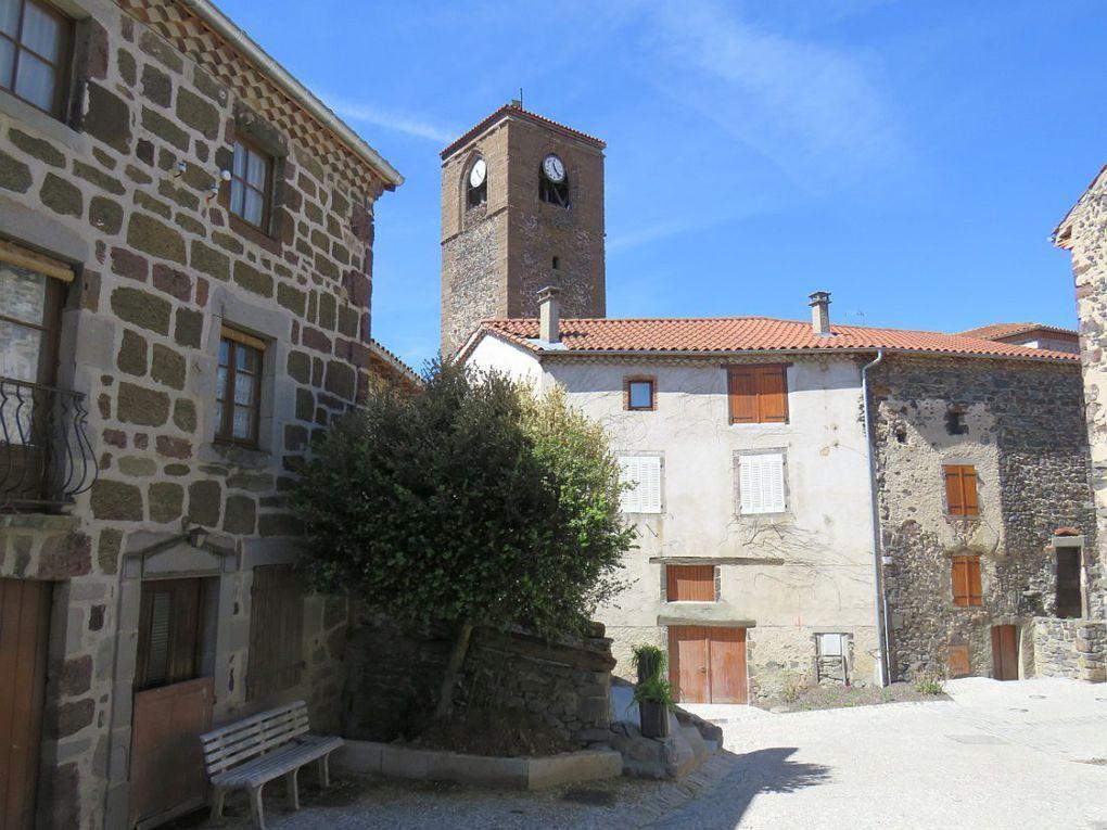 Citadelle médiévale bâtie sur un promontoire d'orgues basaltiques dominant l'Allier.
