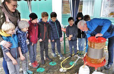 Tolle Projekttage für die Veitshöchheimer Zweitklässler mit frisch gepresstem Apfelsaft und selbstgebackenem Kuchen