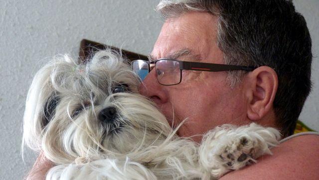 Un baiser pour notre coquine de chienne