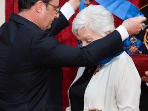 PHOTOS: Line Renaud, à l'Elysée pour recevoir une nouvelle distinction  (6 photos)