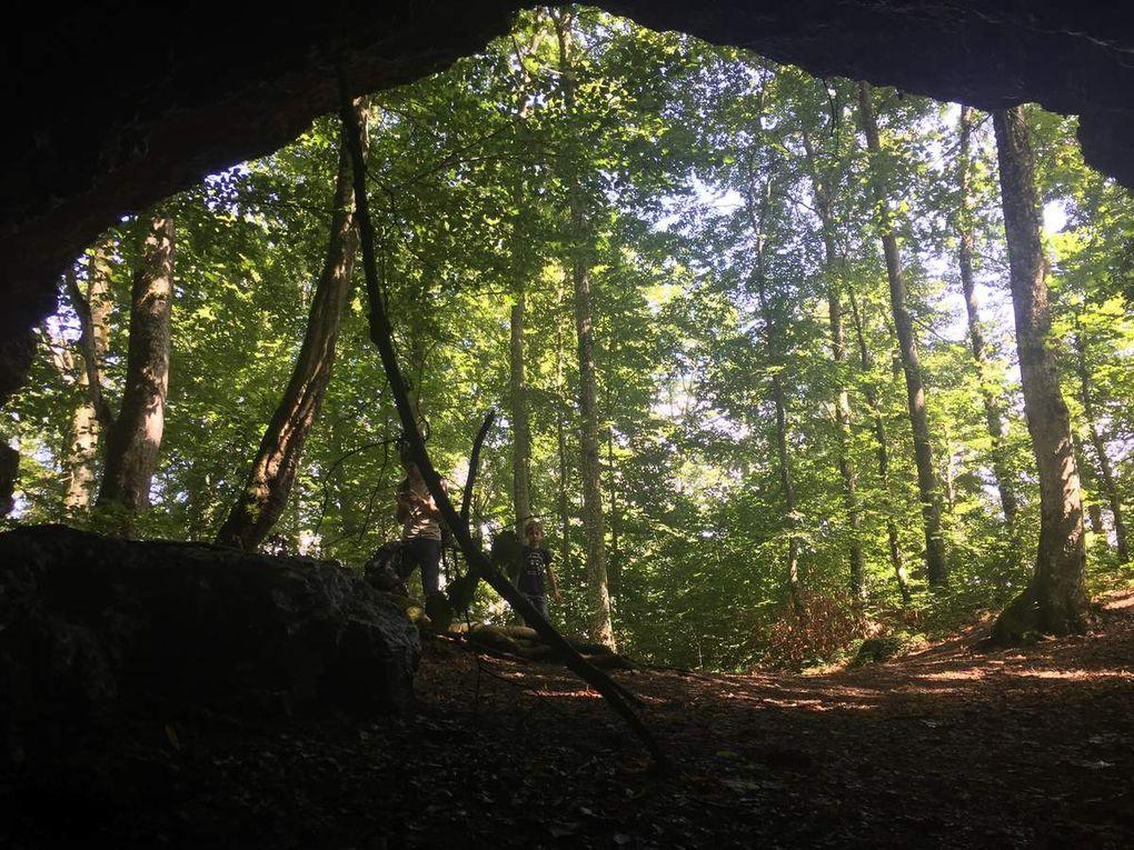 Dans l'ordre, les grottes de : Nebelhöhle, Schillerhöhle Rulaman [dont on peut explorer un long tunnel de 90m équipés de lampes et de bonnes bottes], Sirgenstein, Höhle Fels et