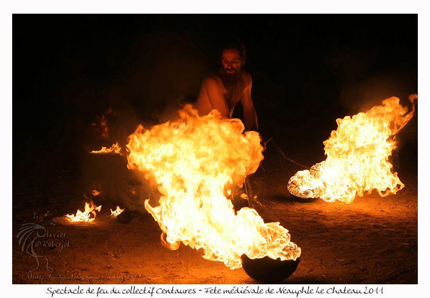 Il s'agit d'un spectacle de feu avec en fond la voix de Luc Arbogast donné lors des médiévales de Neauphle le Château 2011