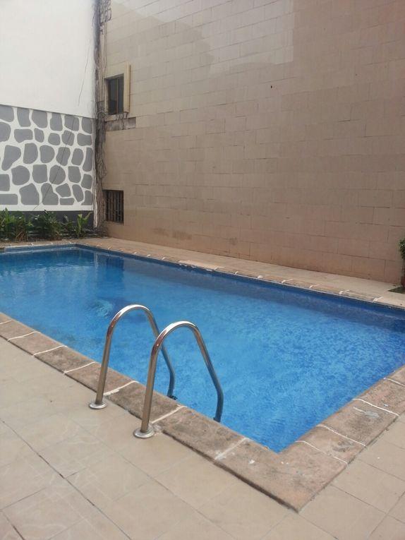 Studio meublé dans une résidence avec piscine. Location: 45.000 fr  -  68 Euros par jour. Contact: (+225) 49 29 87 89 (+225) 22 49 47 95