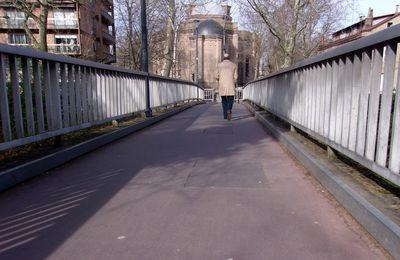 Piétons en bord de Canal du Midi