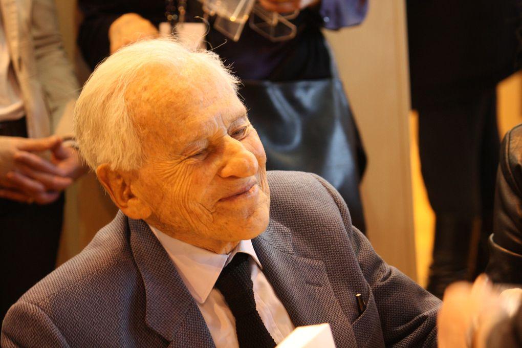 Jean Bruno Wladimir François-de-Paule Le Fèvre d'Ormesson, né le 16 juin 1925 à Paris, écrivain, chroniqueur, éditorialiste, philosophe, membre de l'Académie Française. Paris, Salon du livre 2011 Photos: Emmanuel CRIVAT (M. et Em. presse)