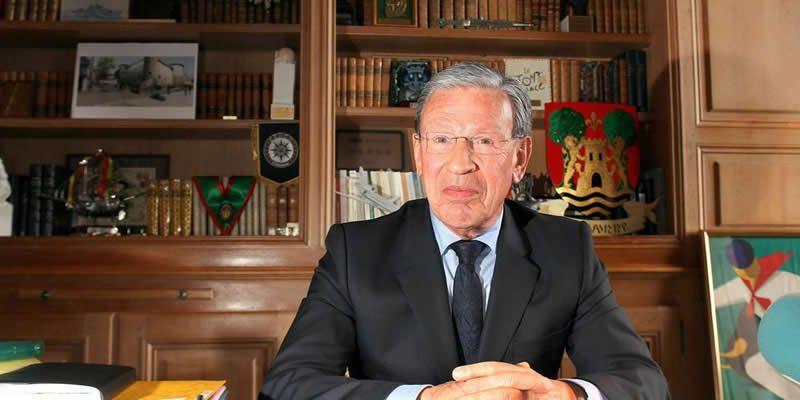 Jean Grenet, ici en 2013, dans son bureau de la mairie de Bayonne © Crédit photo : Archives Bertrand Lapègue