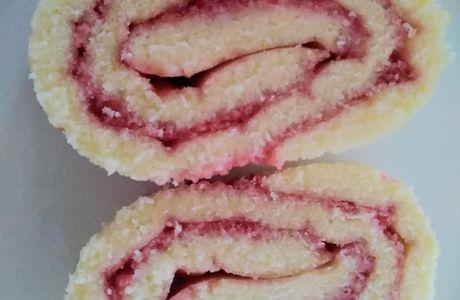 Gâteau roulé à la gelée de framboises