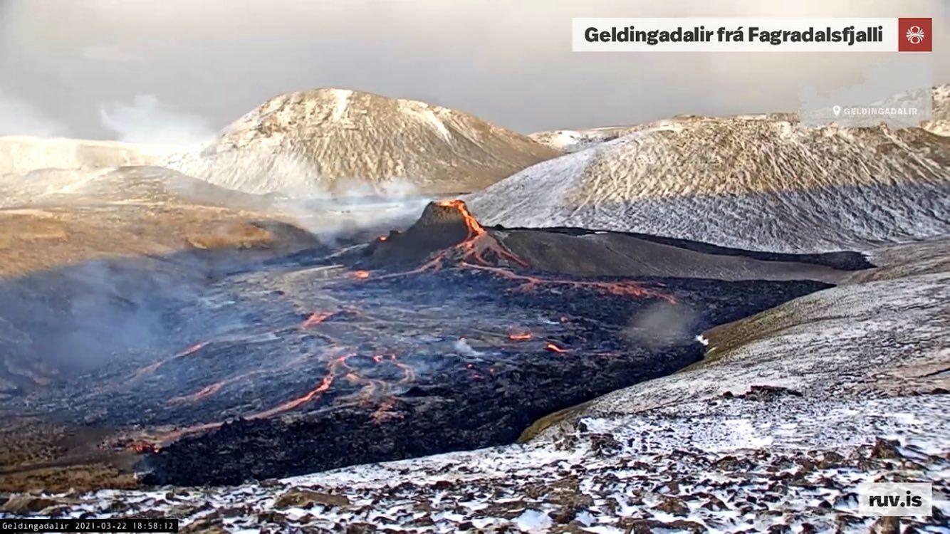Péninsule de Reykjanes - Geldingadalsgos - 22.03.2021 / 18h58 - webcam RUV