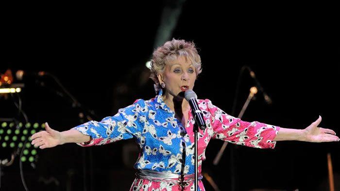 Annie Cordy lors d'un concert en 2013. © Maxppp - THIERRY LINDAUER