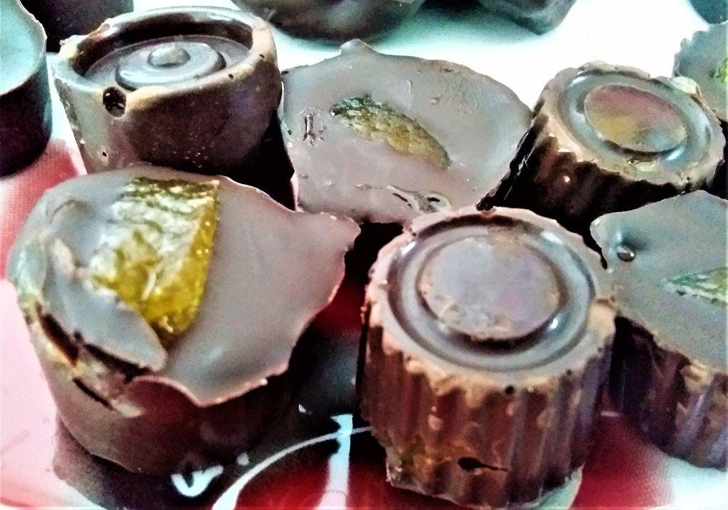 ~ Assortiment de chocolats faits maison ~ Beurre de cacahuète-cacahuète ~ Confiture d'orange-écorce ~ Griotte ~ Pruneaux moelleux enrobés ~
