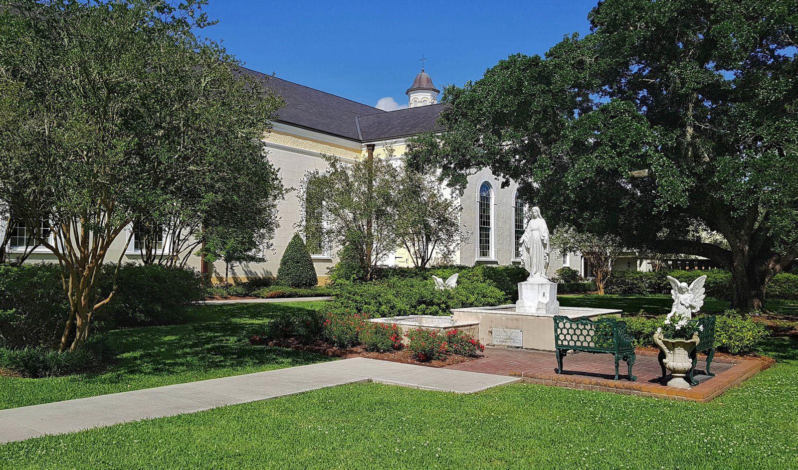St Martinville jardin de l'église