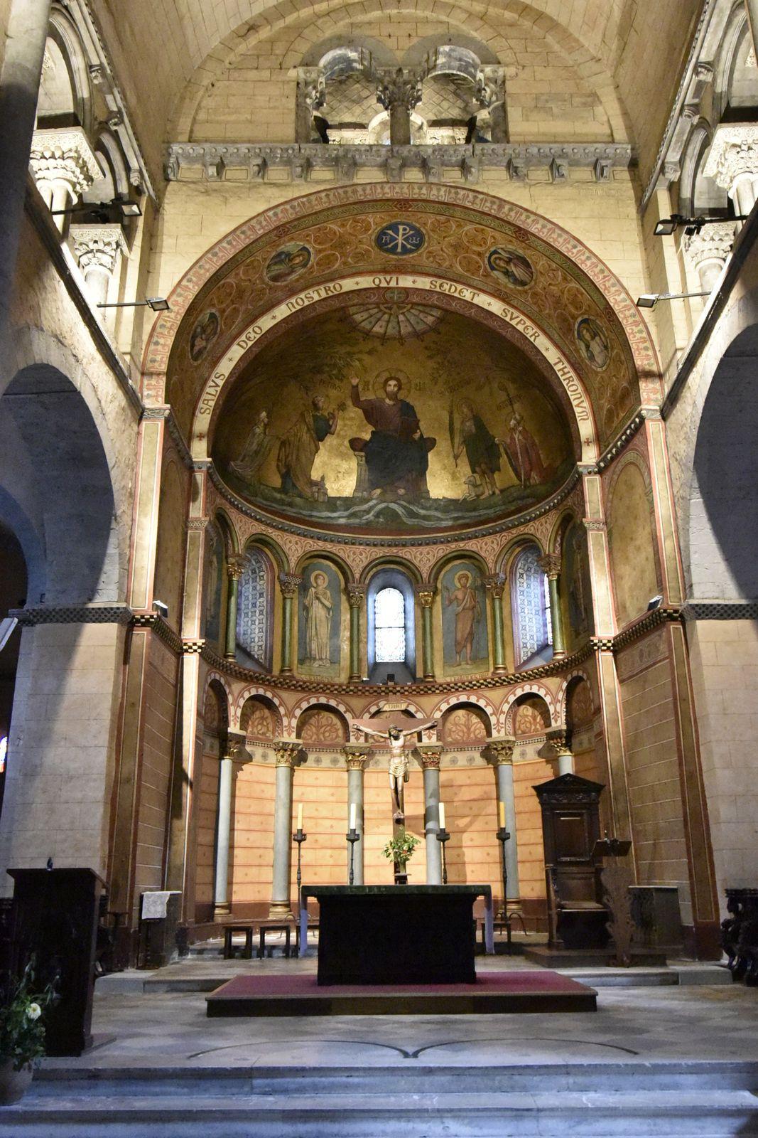 Collégiale Saint-Pierre et Saint-Gaudens.   Monument à Saint-Gaudens.