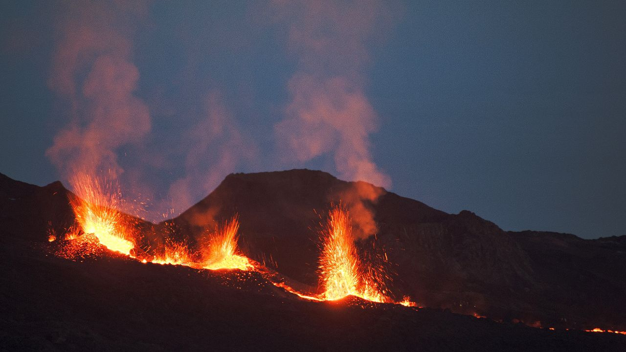 Piton de La Fournaise - 07.12.2020 - evening - photo © Thierry Sluys