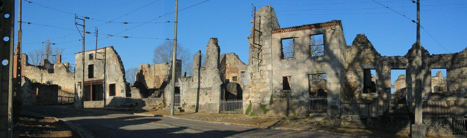 le 10 juin 1944 , 643 hommes femmes et enfants furent mitraillées ou brûlés vifs dans le village martyr d'Oradour s/Glane (87) par une division SS.