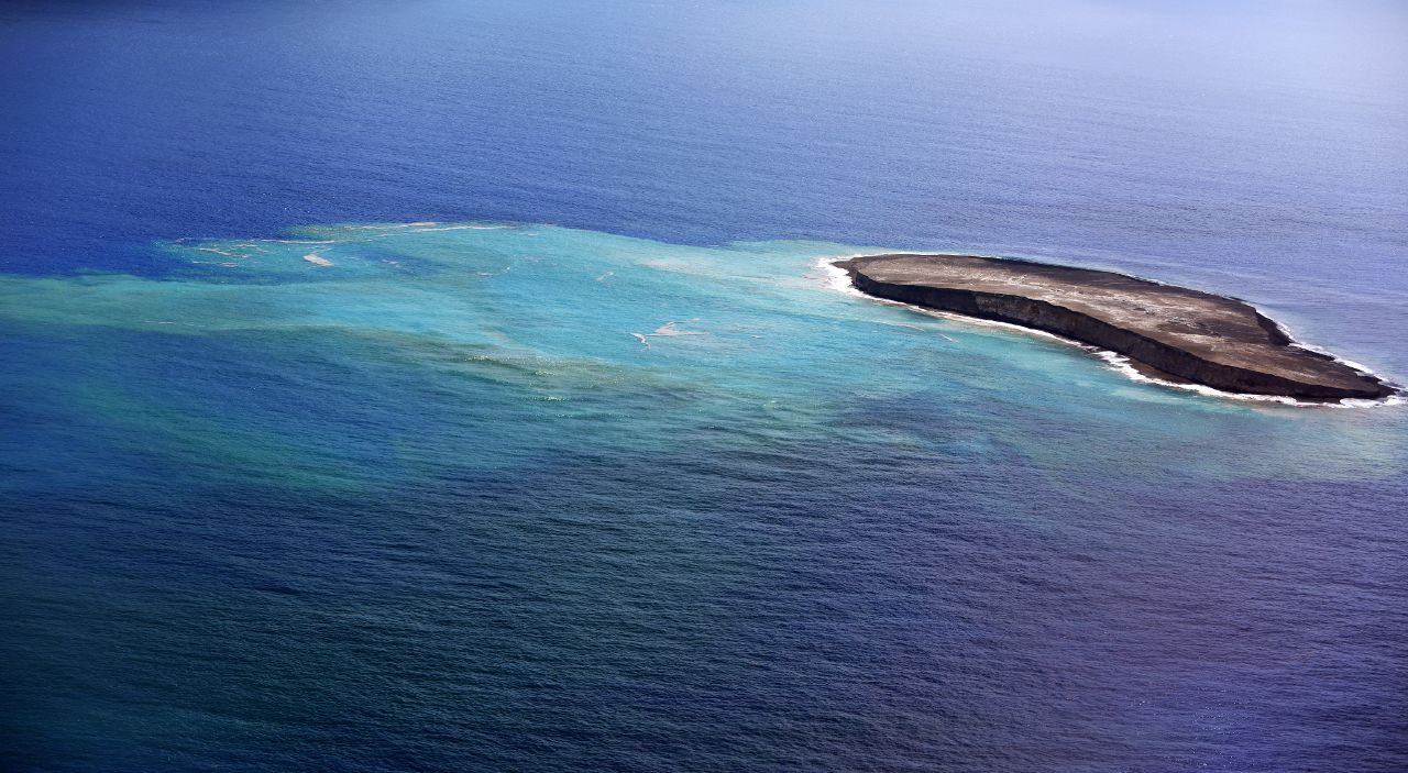 Fukutoku - Okanoba - West island and discolored water area; the east island is no longer visible due to its erosion - photo Japan Coast Guards 12.09.2021 - one click to enlarge.