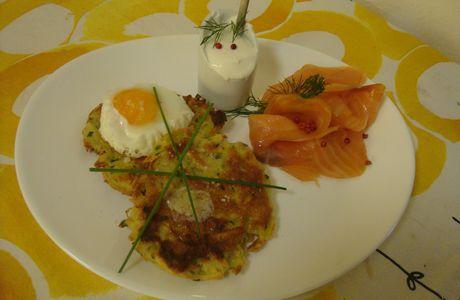 Rôstis à la ciboulette avec saumon fumé & crème