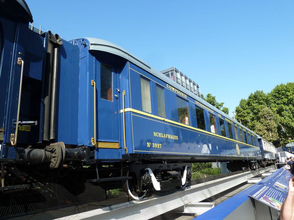Le train vu de l'extérieur : Voiture-Salon-Bar, Sleeplin-Car, Pullman 1ère classe.
