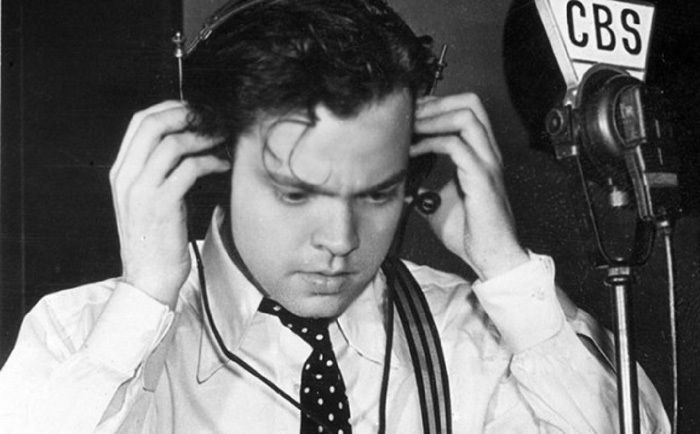 "Orson Welles in October 1938 speaking on CBS about ""The war of the worlds"""