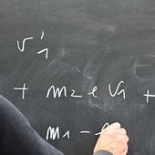 """De retour à l'université, la lassitude des enseignants-chercheurs face à la """" gestion de la pénurie """""""