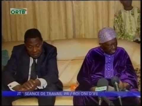 Le Roi Oni Ifè au Bénin pour aider à résoudre le problème d'énergie