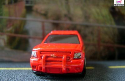 07-chevy-tahoe-chevrolet-tahoe-2007-city-works-rescue-hot-wheels-2009