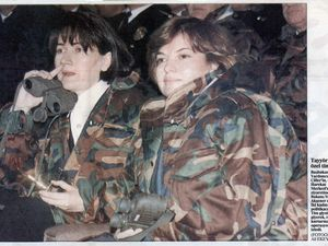 Tansu Çiller and Meral Aksener, wearing fatigues, among members of the special forces (click to enlarge) (Sabah, Decembrer 28, 1996)