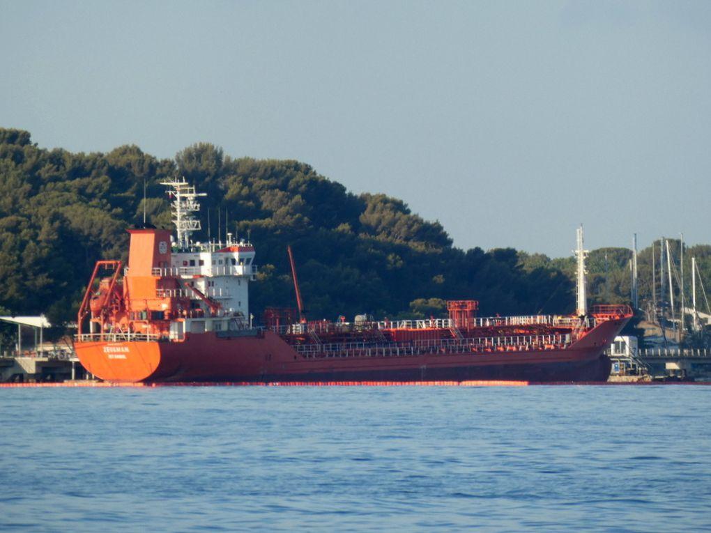 ZEUGMAN , pétrolier a quai au Lazaret dans la petite darse de Toulon le 17 juillet 2019