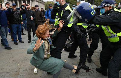 Toutes les poursuites engagées par la police et la justice dans le cadre des pouvoirs d'urgence de la Covid étaient erronées, selon une étude (The Telegraph)
