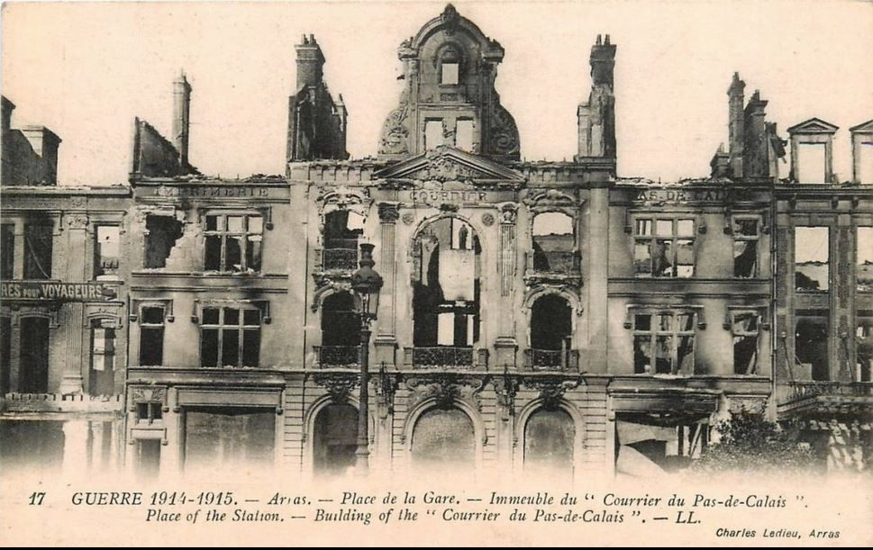 Place de la Gare (Foch). Louis Marie et Louis-Stanislas Cordonnier, architectes, 1928 - Cartes postales avant et après la guerre, source : collection privée - Photo de 1939 : Imperial War Graves Commission.