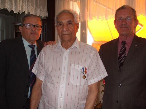 """Dimanche 11 Mai 2008. La remise de la médaille """"Grand' Or"""" du Mérite U.N.C. à Espérance Barreau."""