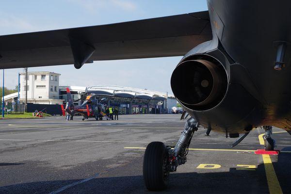 Puis l'Armée de l'air a envoyé un Alpha Jet de la Base de Tours.