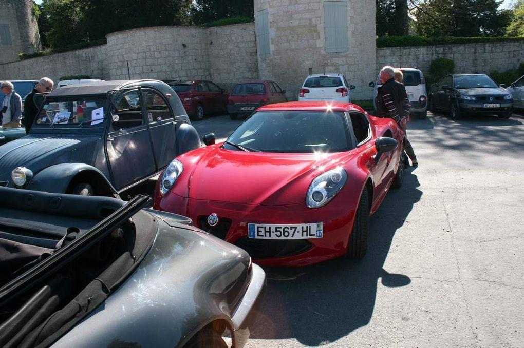rassemblement d'auto ancienne a Surgeres.