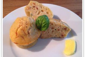 Muffins fromage, tomate et basilic