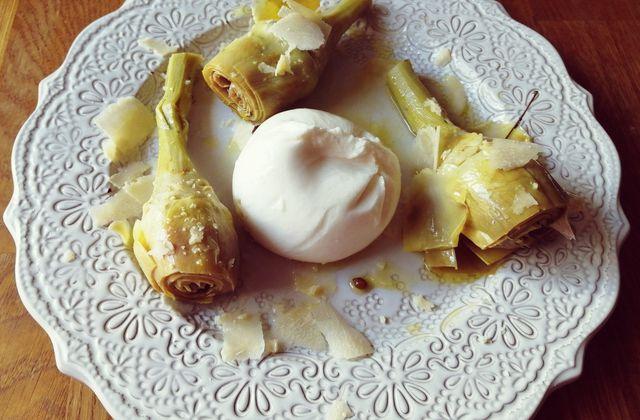 Spécial Noël: entrée artichauts marinés au vin blanc maison, burrata et parmesan