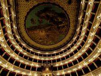 Chaque endroit résonne du son du Génie qui a occupé ce théâtre.