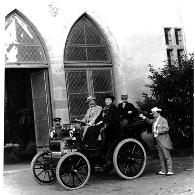 Dans son automobile