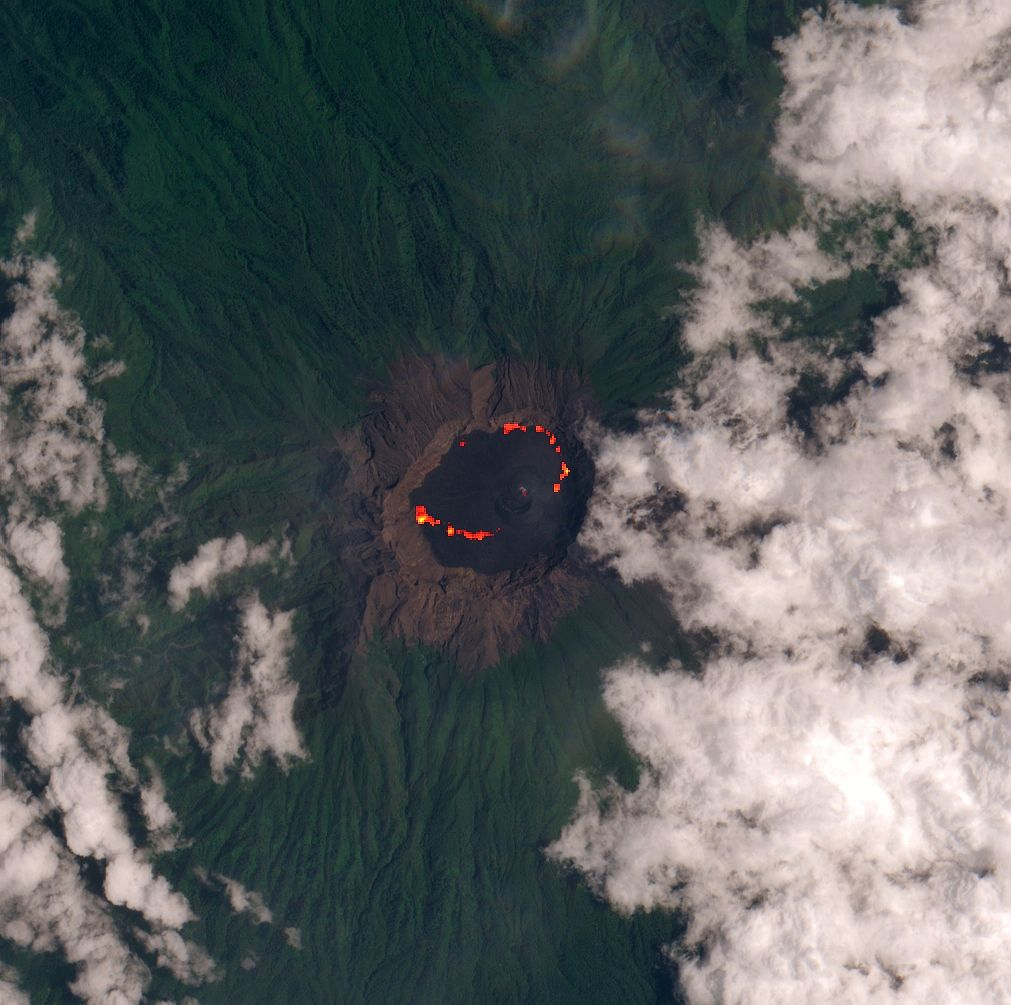 Raung - Hot spots of lava in the crater - image Sentinel-2 bands 4,3,2 + bands 12,11,8A via Mounts project from 02.14.2021