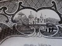 Assiette Mille et une Nuits, le Roi Dadbin, entre palais, fleurs & dragons, Cl. Elisabeth Poulain