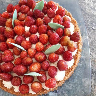 Tarte sans cuisson aux fraises et spéculoos