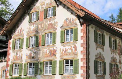Façades peintes des maisons d'Oberammergau Allemagne