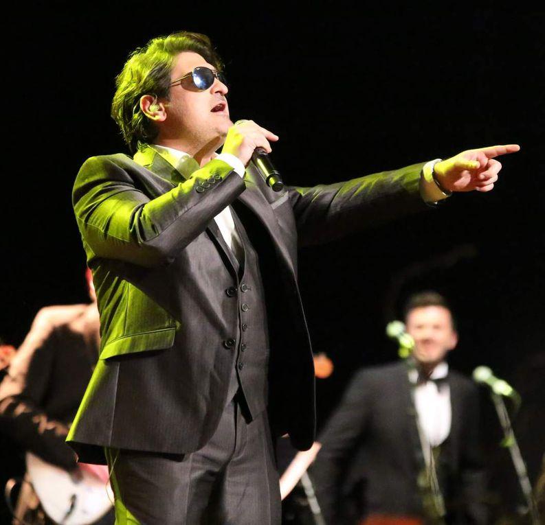 """Der griechische Tenor und vielseitige Sänger George Bitzios, seit 2010 bei der Konzertreihe dabei, setzte sogleich noch einen drauf mit dem Rockklassiker """"High on the Emotion"""" von Chris de Burgh."""