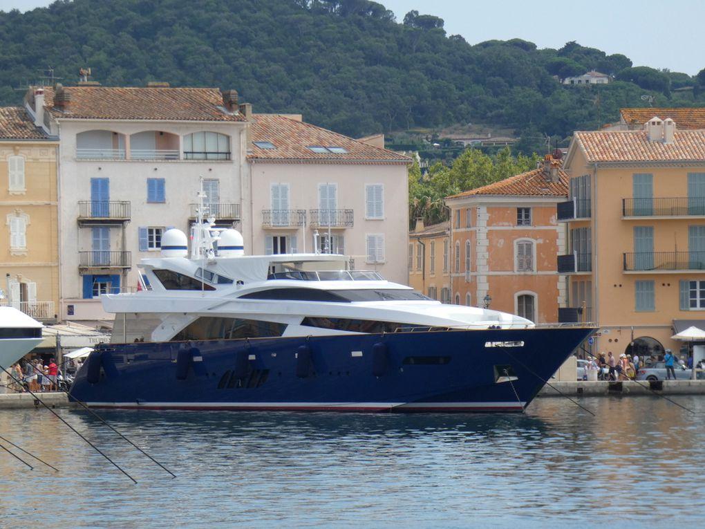 H , a quai dans le port de Saint Tropez le 06 aout 2019