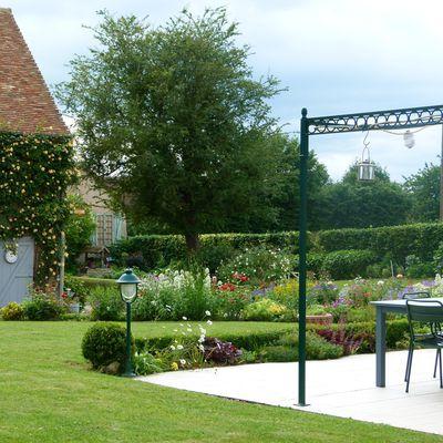 Le terrain aménagé et le jaccuzi - Maison a vendre Sarthe
