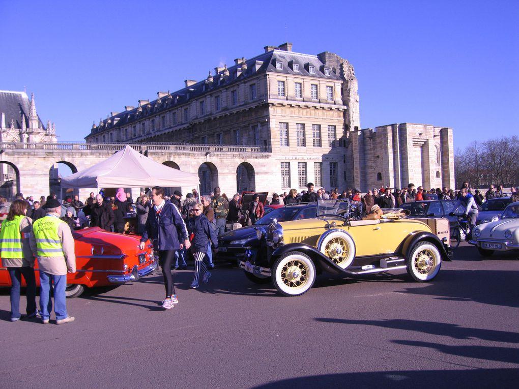 Rassemblement et défilé de voitures et motos anciennes à Paris le 16 janvier 2011