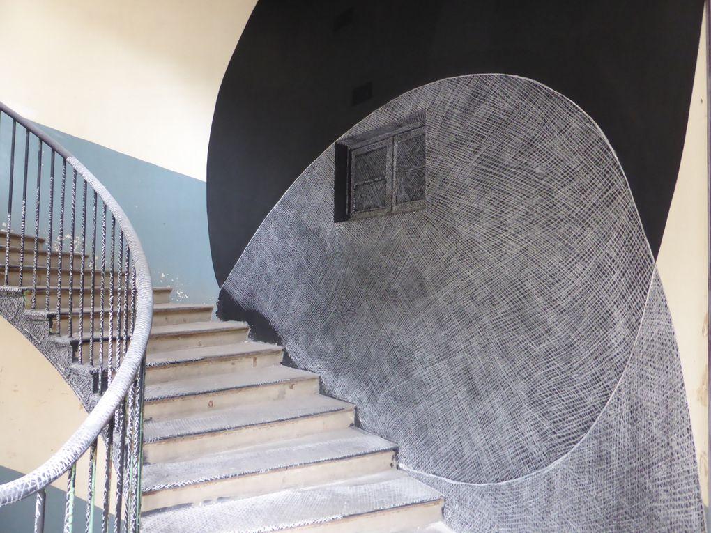 Georges Rousse, intervention in situ dans l'escalier de l'aile gauche du Familistère de Guise © Le Curieux des arts Gilles Kraemer, présentation presse, mai 2015