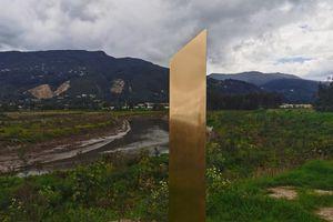 Colombie: Un monolithe doré découvert, décidément étrange.